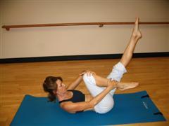 pilates single leg stretch image