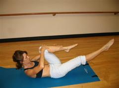 Pilates single leg stretch imag
